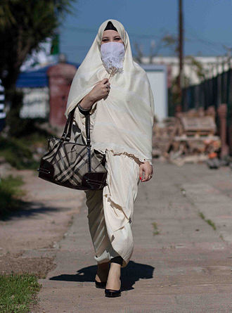 Haik (garment) - Image: Femme on haik 2