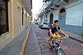 Flickr - ggallice - Hombre y hombrito, Casco Viejo.jpg