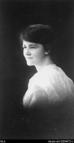 Flora Eldershaw - Flora Eldershaw, c. 1915
