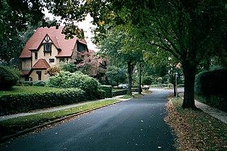 Grosvenor Atterbury - Grosvenor Atterbury's Forest Hills Gardens in Queens, New York