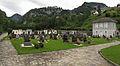 Friedhof und Aufbahrungshalle in Hieflau.jpg
