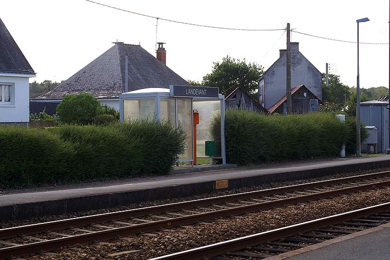 File:Gare-Landevant-Abri.jpg