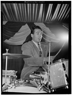 Gene Krupa, 400 Restaurant, New York, ca. giugno 1946.Foto William P. Gottlieb.