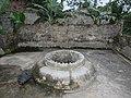 Giếng đá chùa Hồng 1.jpg