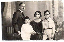 Gianni Vella e famiglia.jpg
