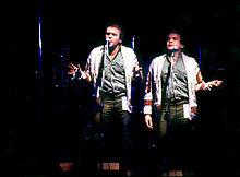 Гленн Shorrock с Little River полосы на Nambassa 3 дня Музыка & Альтернативы фестиваля, Новая Зеландия 1979. Фотограф Susanna Burton.jpg