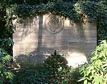 Grabstein Georg Graf von Arco.jpg
