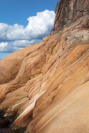 Granite cliff with feldspar crystals in Loddebo