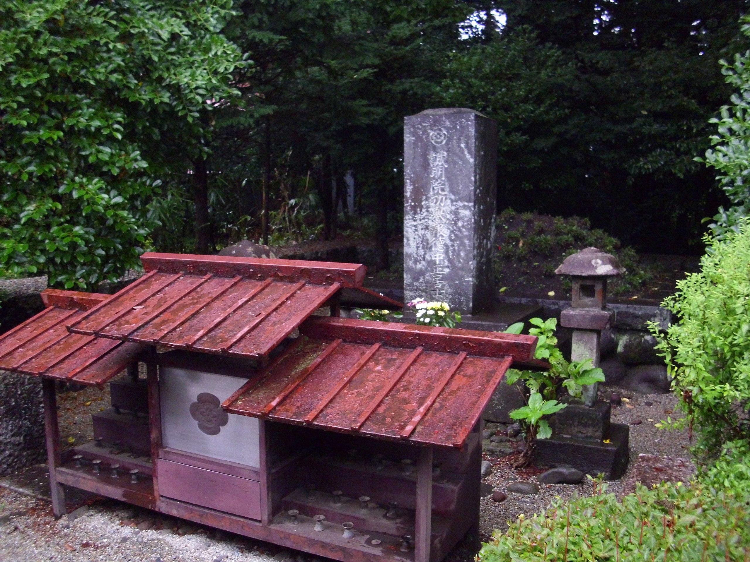 儒式の尊徳墓(日光市今市の報徳二宮神社)Wikipediaより