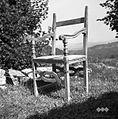 """Grofovski stol (ljudje pravijo """"tron"""") z nekdanjega gradu nad Podgradom pri Rodiku 1955.jpg"""