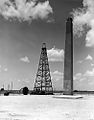 Gulf Oil Corp., Spindle top (sic) oil well in Texas (8222024522).jpg