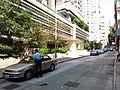 HK 西營盤 Sai Ying Pun 第二街 Second Street sidewalk no parking summer uniform police at work October 2018 SSG 01.jpg