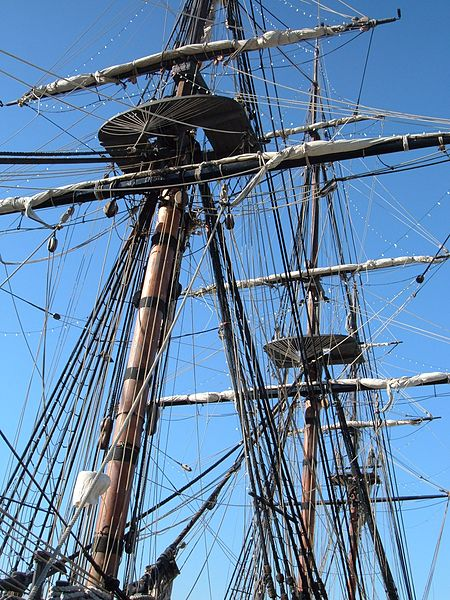 450px-HMS_Surprise_%28replica_ship%29_masts_2.JPG
