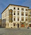Hauenschildův palác, čp. 27, Dolní náměstí, Olomouc - výřez.jpg