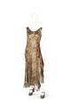 Hellång klänning av guldlamé och sidenbrokad med rött, svart och blått inslag - Hallwylska museet - 89258.tif
