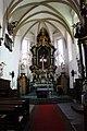 Hlavní oltář v kostele.jpg