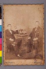 Homens Anônimos Bebendo Cerveja