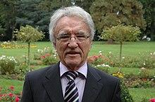https://upload.wikimedia.org/wikipedia/commons/thumb/b/b2/Horst_Teltschik.jpg/220px-Horst_Teltschik.jpg