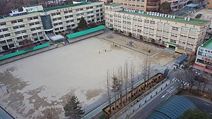 Hoseong Elementary School, Photographed in the 16th Floor of an Ilsin Geonyeong Jangmi apartment.jpg