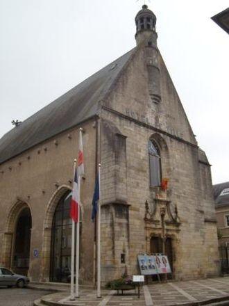 Saint-Amand-Montrond - Town hall