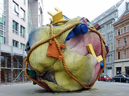 Houseball (Claes Oldenburg, Coosje van Bruggen)