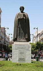 Statue d'Ibn Khaldoun sur la place de l'Indépendance à Tunis