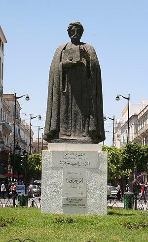 Statue d'Ibn Khaldoun sur l'avenue Habib Bourg...