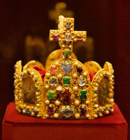 Henry V, Holy Roman Emperor died leaving his kingdom in a much weakened condition. Imperial Crown of the Holy Roman Empire front.jpg