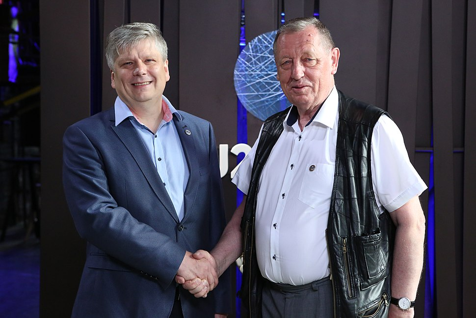 Informal meeting of environment ministers. Handshake Siim Kiisler and Jan Szyszko (35723454102)