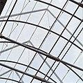 Interieur, detail glazen kap met staalconstructie, van binnen uit gezien - Bolsward - 20397617 - RCE.jpg