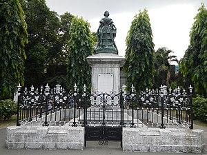 Queen Isabel II Statue - Image: Intramurosjf 9916 06