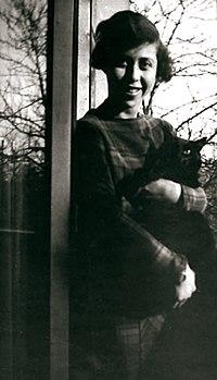 Irene Nemirovsky 25yo.jpg