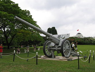 The Istana - The Japanese field-artillery gun on display on the Istana grounds.