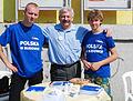Józef Korpak z wolontariuszami podczas Błękitnej Soboty w Bytomiu (6124214776).jpg
