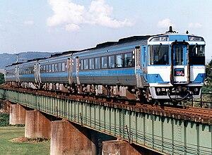 Shikoku Railway Company - Image: JR shikoku kiha 185 blue uzushio 1989