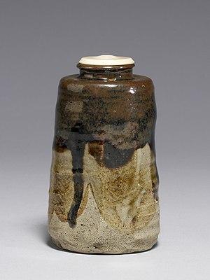 Seto ware - Stoneware tea caddy with wood-ash and iron glazes, Edo period, early 19th century
