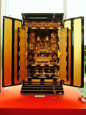 Glossary of Japanese Buddhism - Image: Japanese Buddhist altar 001