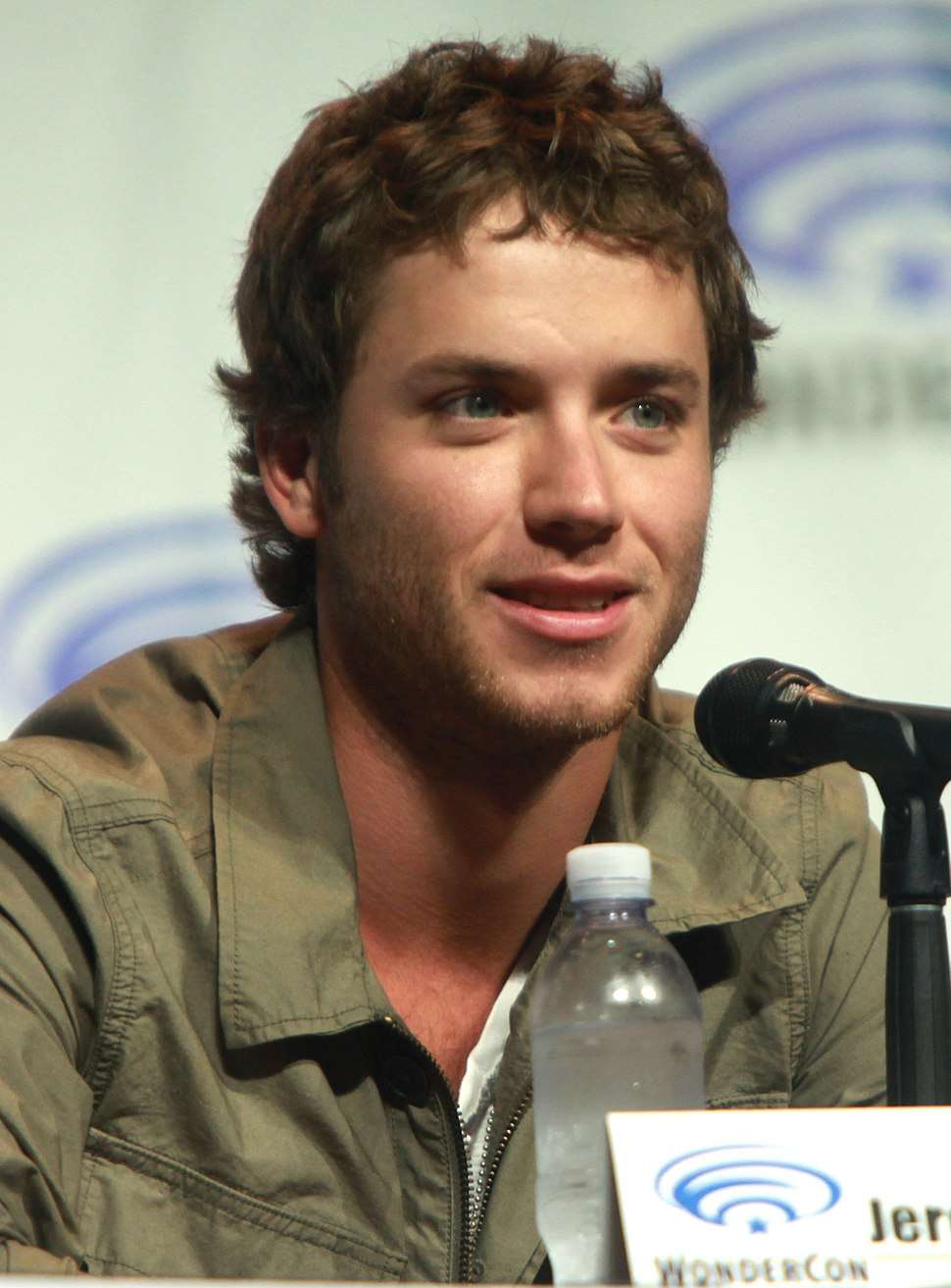 Jeremy Sumpter 2014 (cropped)
