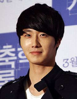 "Jung Il-woo at the VIP premiere of ""Architecture 101"" in 2012.JPG"