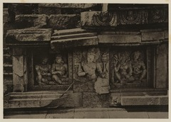 KITLV 40055 - Kassian Céphas - Reliefs on the terrace of the Shiva temple of Prambanan near Yogyakarta - 1889-1890.tif
