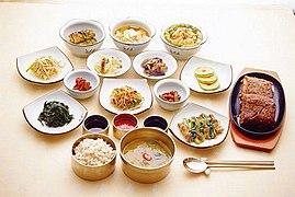 KOCIS Korean meal table (4553953910).jpg
