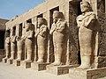 Karnak Tempel Vorhof 05.jpg