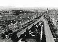 Kilátás a Szent Miklós-székesegyház tornyából a Fő utcára. Balra a ferencesek temploma, jobbra a görög katolikus templom. Fortepan 77567.jpg