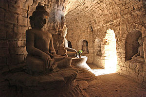 Le-myet-hna Temple - Seated Buddhas at Le-myet-hna Temple