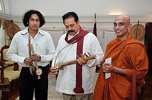 Ravanahatha - Dinesh Subasinghe showing his new version of the ravanahatha to Mahinda Rajapaksa