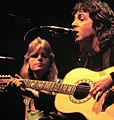 Linda McCartney and husband Paul 1976.jpg