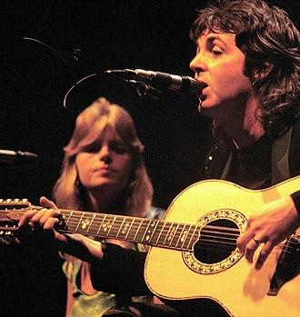 Linda McCartney - Linda McCartney performing in 1976 with Paul McCartney and Wings