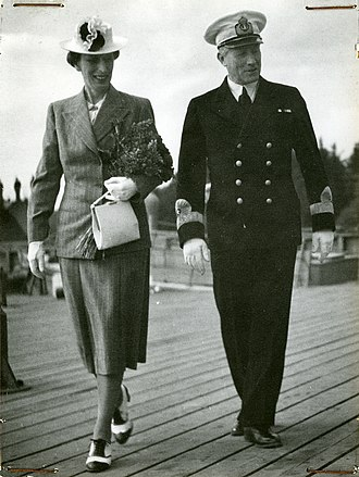 Coastal Fleet - Chief of the Coastal Fleet, Rear Admiral Yngve Ekstrand and Louise Mountbatten in 1943.