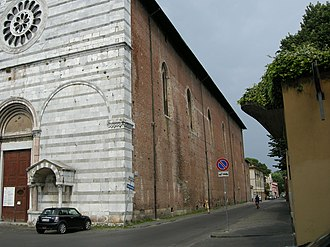 San Francesco, Lucca - Side view, with part of the façade visible