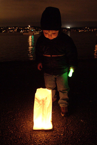 File:Luminaria at Lake Washington, 2002.jpg